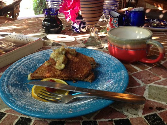 The Bungalows Hotel: Scrumptious stuffed french toast