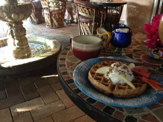 The Bungalows Hotel: Wonderful waffles