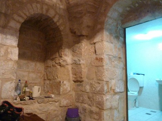 Al Arab Hostel: Refurbished Twin Room with new bathroom