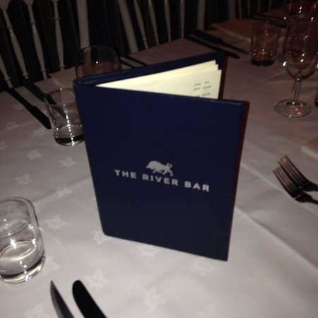 River Bar Steakhouse & Grill: Table