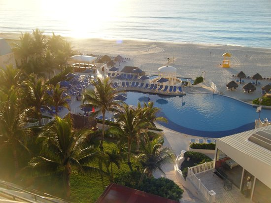 Golden Parnassus All Inclusive Resort & Spa Cancun: Pool/ Beach at Sunrise