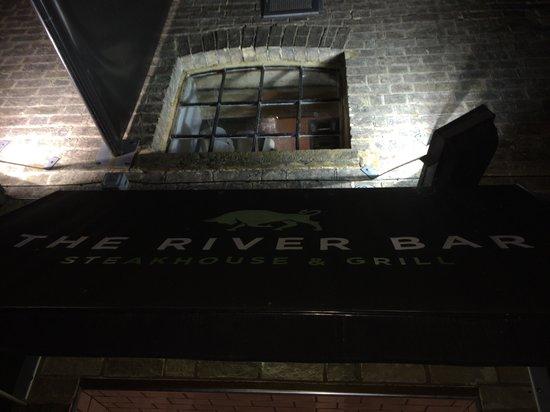 River Bar Steakhouse & Grill: Entrance