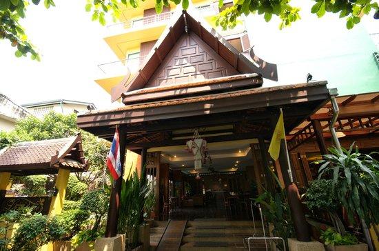 Lamphu Tree House: entree hotel