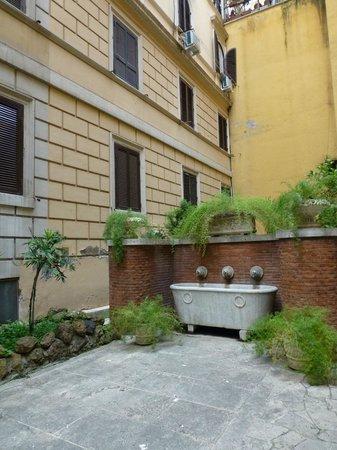 Seven Kings Relais: The courtyard
