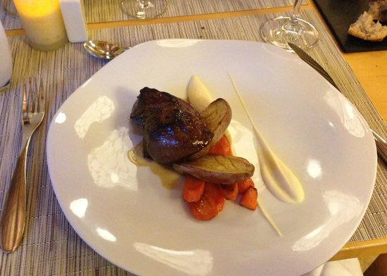 Cap de Castel : Main course - Smoked beef rumpsteak with baked potato, glazed carrots and celeriac puree
