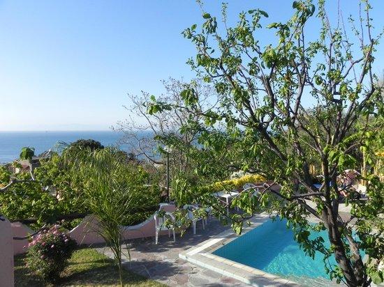Hotel Bel Tramonto: vista su zona piscina esterna