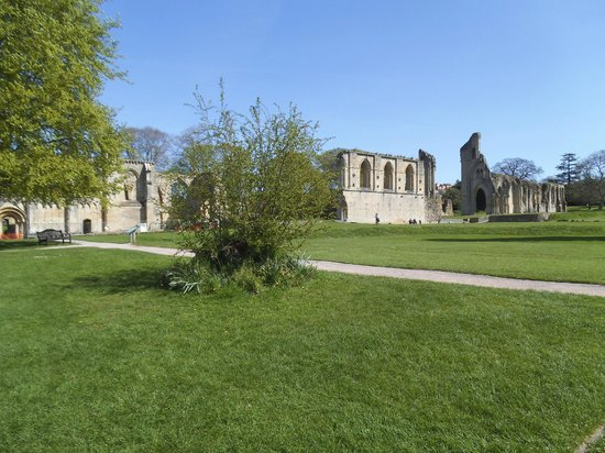 Glastonbury Abbey : The side of the abbey
