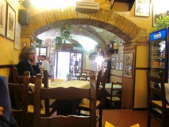 Ristorante Il Pozzo Degli Etruschi: il ristorante è accogliente anche per come si presenta all'interno