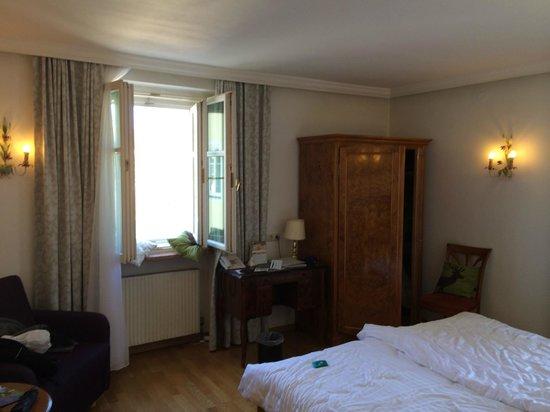 ACHAT Plaza Zum Hirschen : bedroom