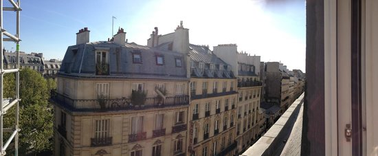Hotel Paris Bruxelles: View looking down the rue Meslay from 5th floor room