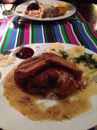 Restauracja Starka: Massive pork knuckle, delicious!