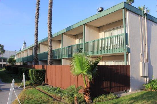 Anaheim Plaza Hotel and Suites: 外観2