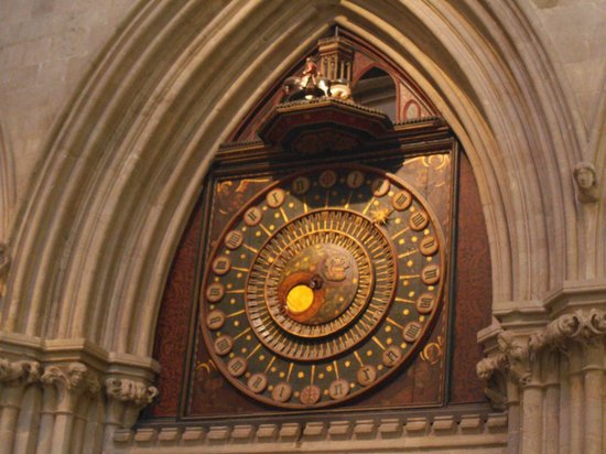 Wells Cathedral : The world famous moving clock