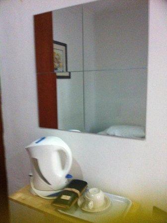 Agora Hotel Kuala Lumpur : Mirror
