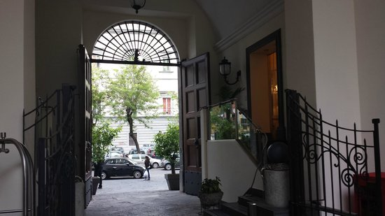 Palazzo Caracciolo Napoli MGallery by Sofitel: Reception....
