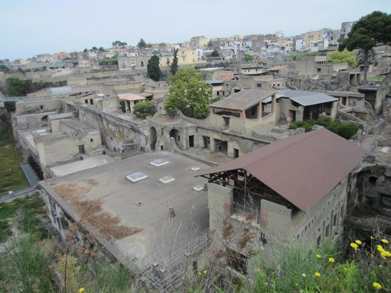 Ruins of Herculaneum: Ercolano panorama