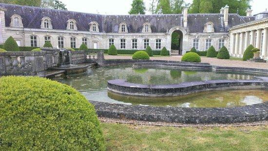 Château de Bizy : La cour intérieure et le pediluve