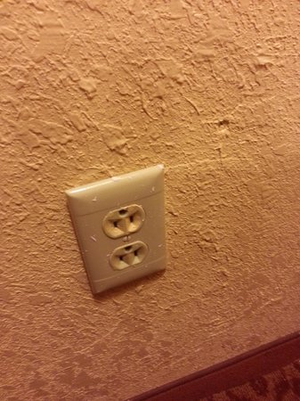 BEST WESTERN PLUS Carlton Suites: Upside down outlet - weird