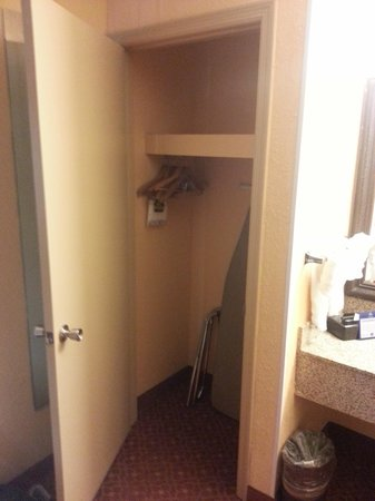 BEST WESTERN PLUS Carlton Suites: Huge closet - very nice if you are staying long