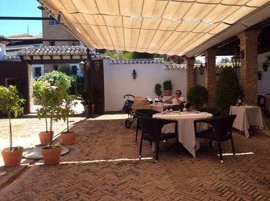 La Bobadilla, a Royal Hideaway Hotel: comiendo en la terraza