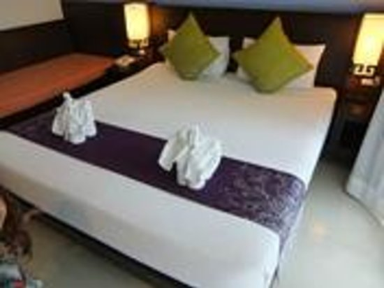 Apasari Krabi: clean bed & lovely towels