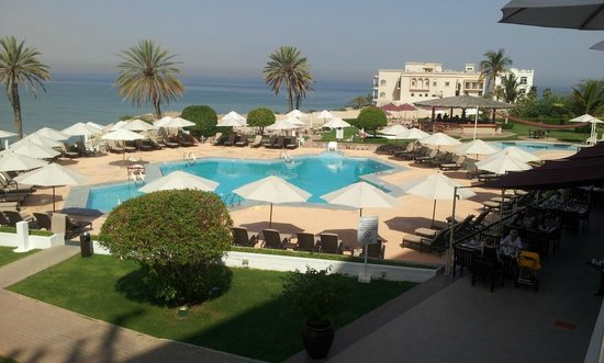 Crowne Plaza Muscat: Piscina