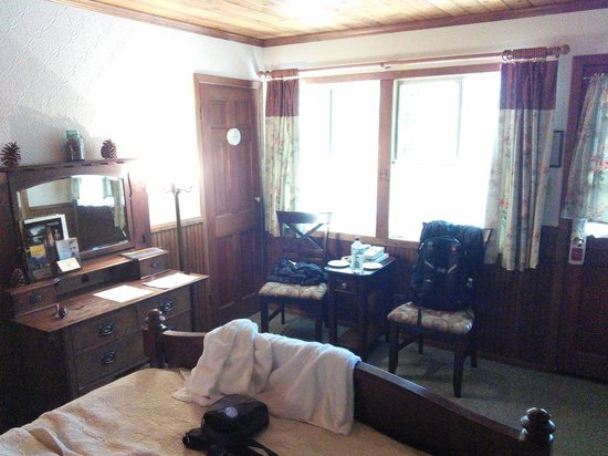 Narrow Gauge Inn: room