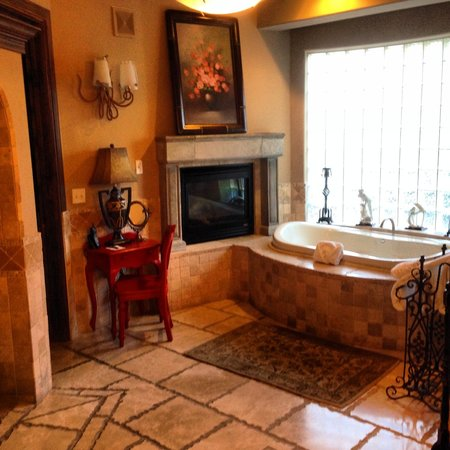 Adobe Grand Villas : Who wouldn't feel like Royalty in this bathroom?!