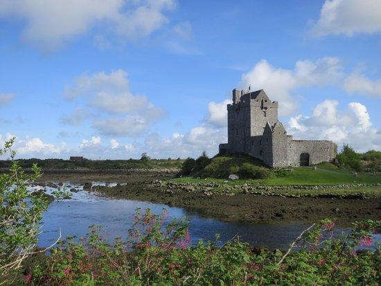 Fallon's Bed and Breakfast : Castle in Kinvara, Ireland