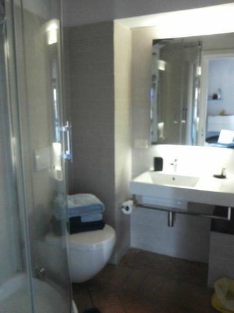 La casa di Adelina Charming House: Bagno camera blu