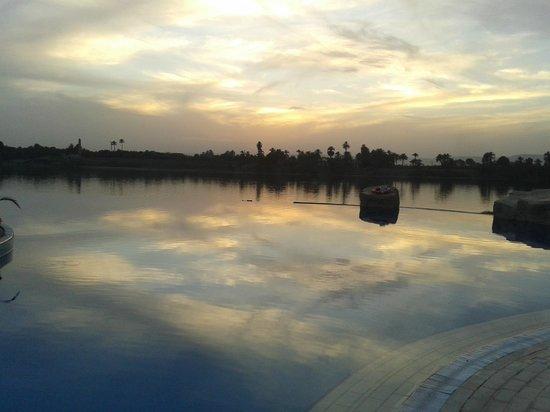 Jolie Ville Hotel & Spa - Kings Island, Luxor : Piscina y Nilo