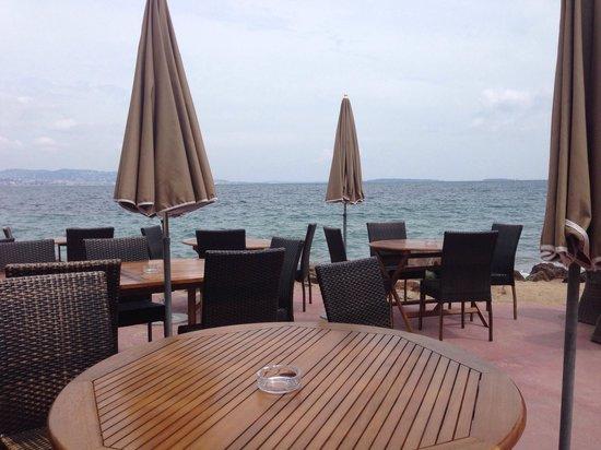Marco Polo : Tavoli in riva al mare