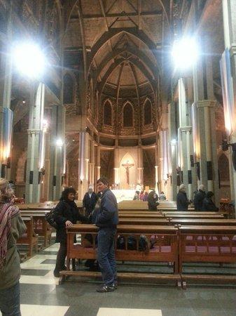 Catedral de San Carlos de Bariloche : altar y vista interio