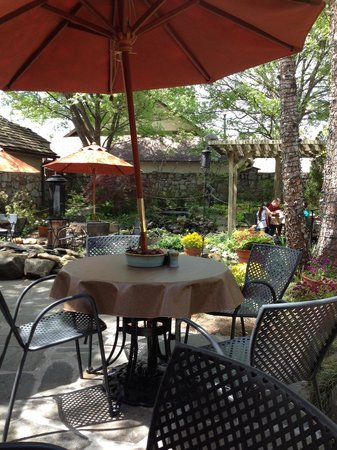 The Pottery House Cafe and Grille: Ask for patio seating- wonderful waterfall sounds all around.