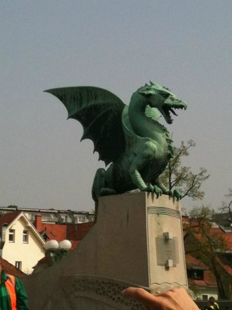 Ljubljana Free Tour : Th dragon - symbol of the city (the guide gave us a detailed explanation)