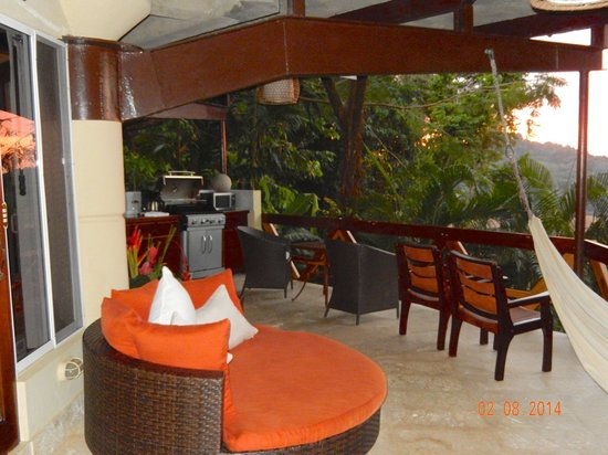 Tulemar Bungalows & Villas : Villa Mot Mot hideaway deck