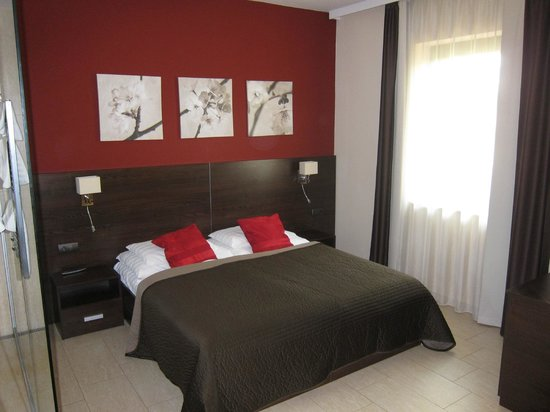 Budapest Airport Hotel Stacio: Comfortable bed, nice design