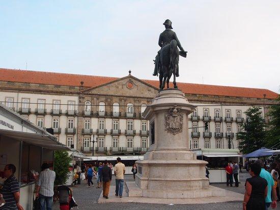 InterContinental Porto - Palacio das Cardosas: Fachada do Hotel ao fundo