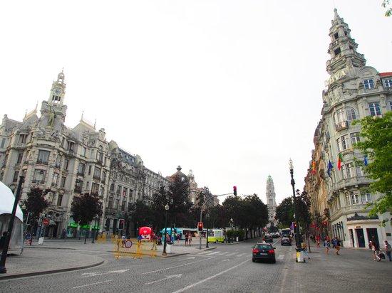 InterContinental Porto - Palacio das Cardosas: Praça dos Aliados vista da frente do Hotel