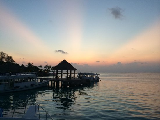 Komandoo Maldives Island Resort : Sunset