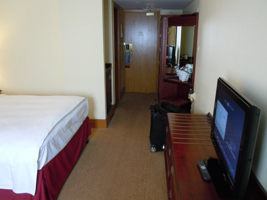Hilton Warwick / Stratford-upon-Avon: Desk and tv area