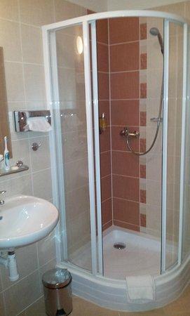 Amigo City Centre Hotel: toilet 2