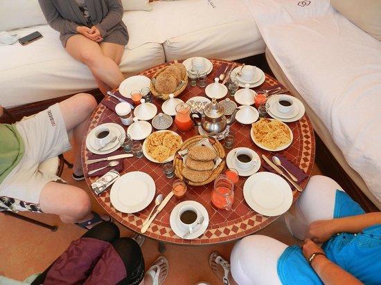 Riad Ennafoura: petits-déjeuners sur la terrasse