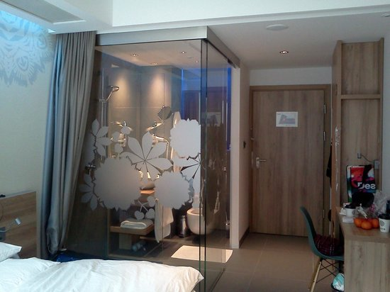 Puro Hotel Kraków: Nice bathroom