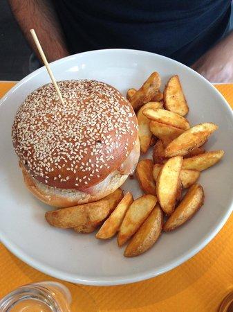 """La Petite Table: Le """"burger Monsieur"""""""