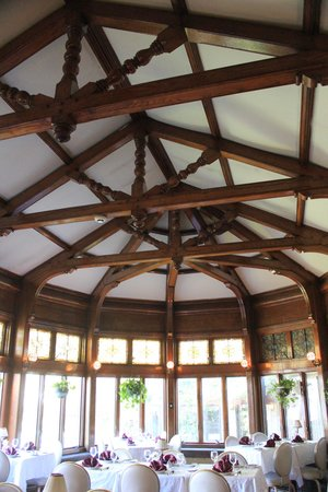 Edgar's Restaurant at Belhurst Castle : Conservatory dining room
