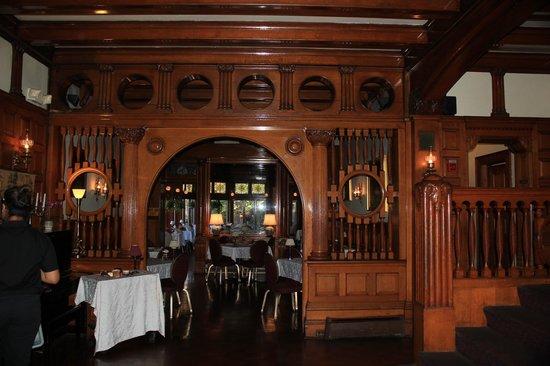 Edgar's Restaurant at Belhurst Castle : Main dining room area