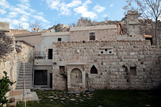Selcuklu Evi: Nebenbau mit Cave-Rooms,li.o. mit Terrasse