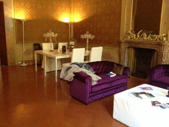Palazzo Tolomei Residenza d'Epoca: Salon, pièce d'entrée