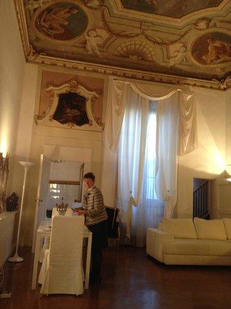 Palazzo Tolomei Residenza d'Epoca: Chambre 1, salon
